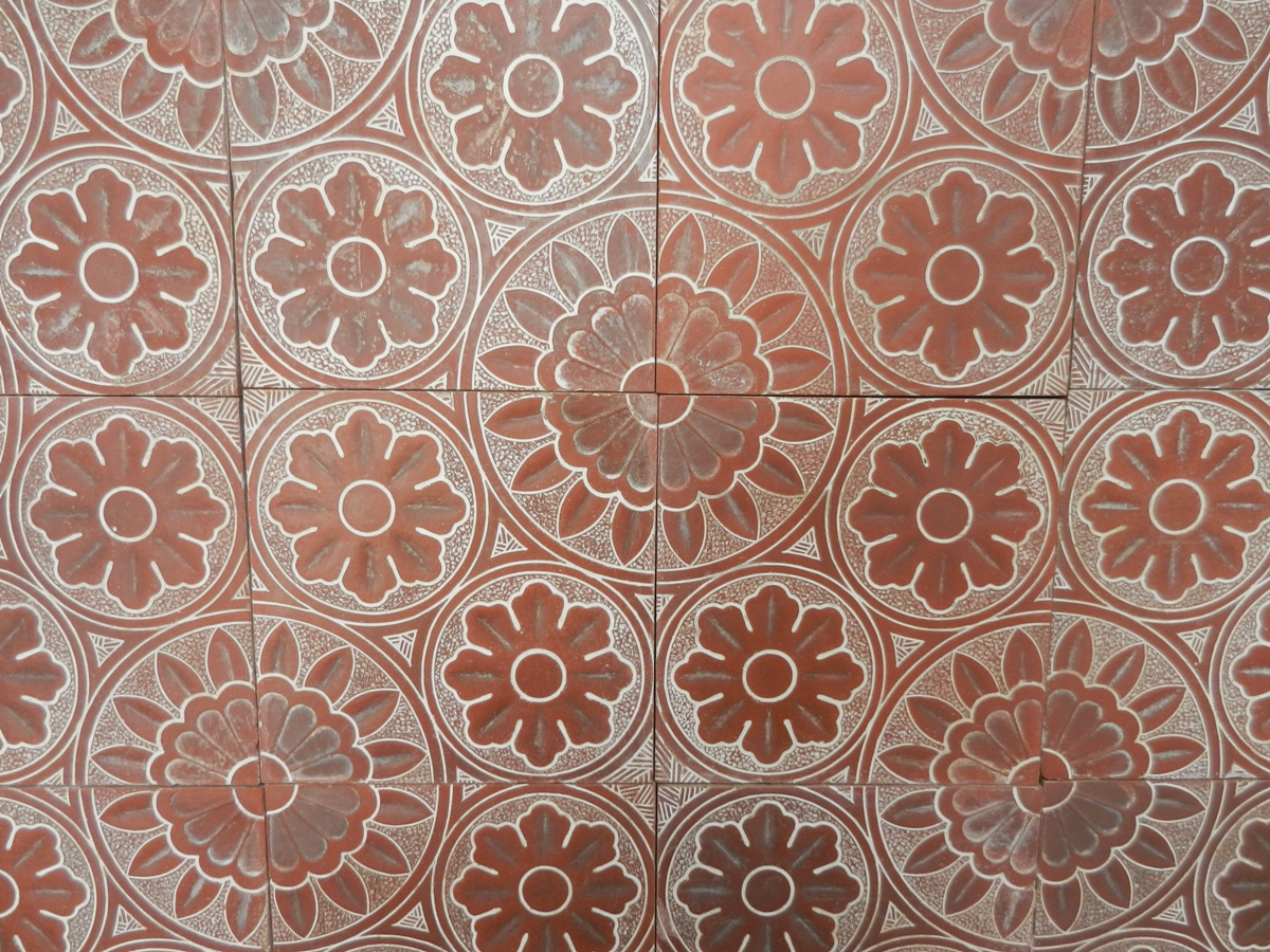How to lay out tile in a bathroom - Decorative Quarry Tiles